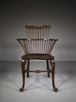 18th C Thames Valley Yew Comb Back Windsor Chair